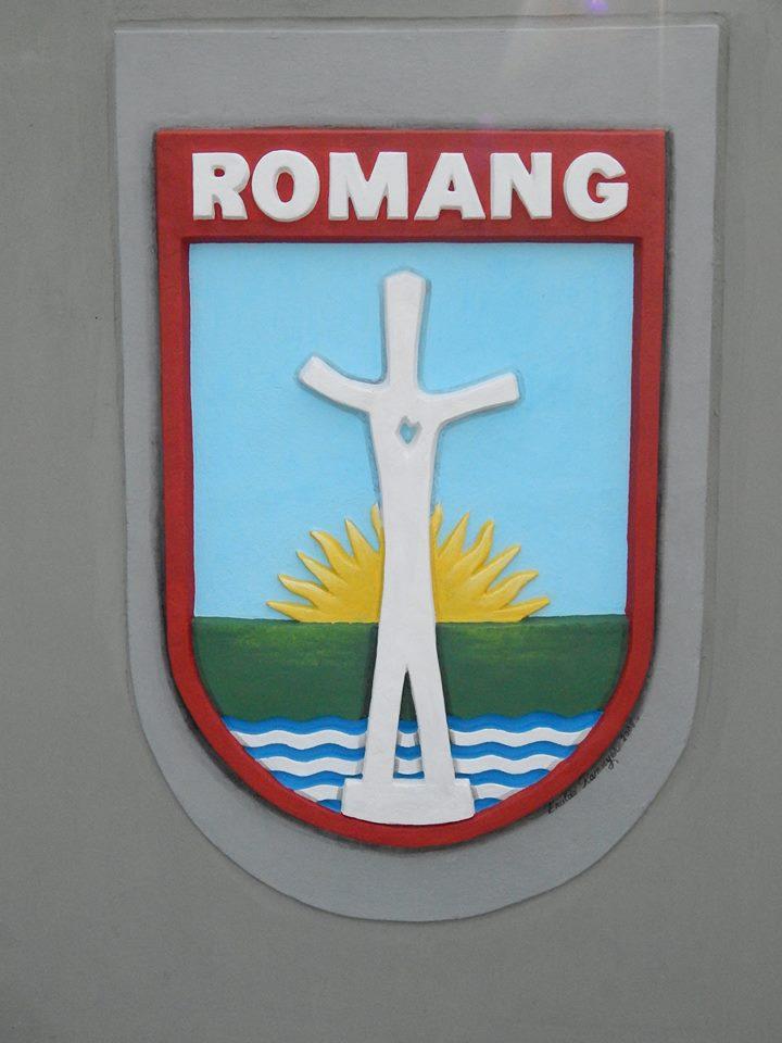 Romang: Artistas Plásticos restauraron Escudos de la Plaza Central.