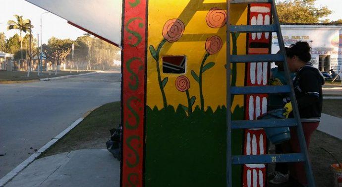 Los vecinos de San Antonio de Obligado pintaron su «Faro de Campo»