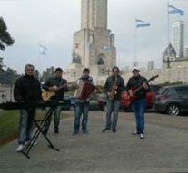 """Músicos de Romang grabaron en el """"Monumento a la Bandera"""""""