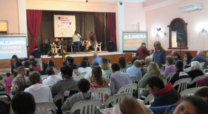 """Alejandra: """"Los Caminos del Acordeón"""" sonaron en el paraíso de la costa santafesino"""