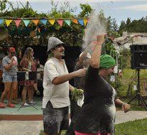 Harina y albahaca para celebrar el carnaval riojano en Reconquista