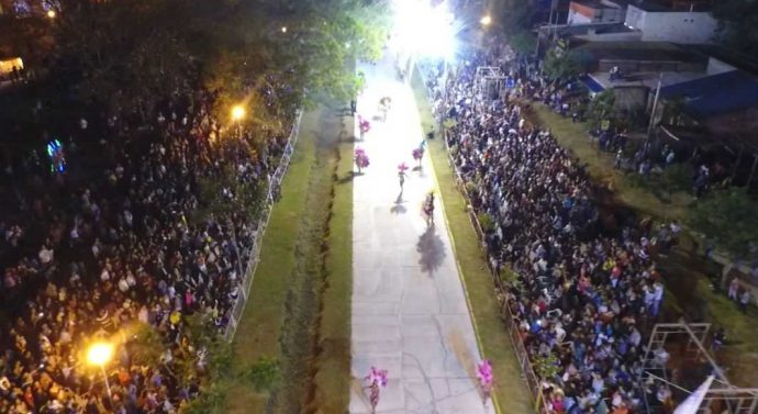 Reconquista vivió su noche gratis de carnaval