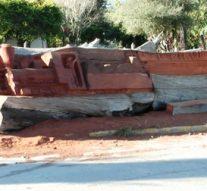 Villa Guillermina: nueva escultura tallada en un tronco con más de 100 años de antigüedad.
