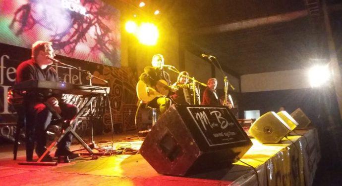 Mario Boffil hizo bailar y cantar a los florentinos en el Festival del Girasol